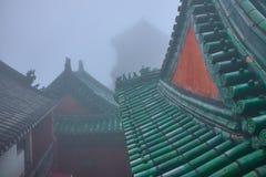 Telhado verde de um templo chinês velho do wushu foto de stock