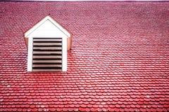 Telhado vermelho com Dormer fotografia de stock royalty free