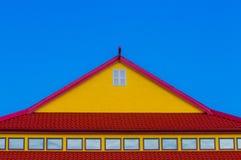Telhado vermelho e amarelo Foto de Stock