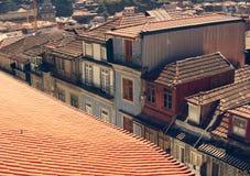 Telhado vermelho e casas velhas em Porto, Portugal Imagens de Stock Royalty Free