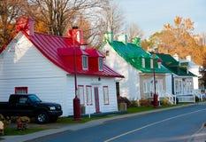 Telhados coloridos - Saint-Pierre-de-l'Île-d'Orléan, Quebeque fotografia de stock
