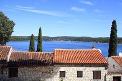 Telhados da casa pelo mar Foto de Stock