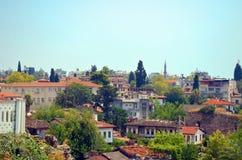 Telhados das casas velhas da cidade feitas das telhas vermelhas descobertas na viagem Fotos de Stock Royalty Free