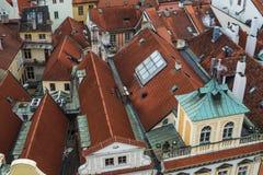 Telhados de telha vermelha de Praga, República Checa, no centro da cidade velho Imagem de Stock Royalty Free