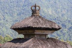 Telhados tradicionais do balinese no templo hindu da ilha de Bali, Indonésia Fundo do curso e da arquitetura Fotografia de Stock