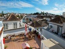 Telhados velhos da cidade de Tavira, o Algarve portugal Fotografia de Stock