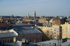 Telhados velhos no centro de Petersburgo Fotos de Stock Royalty Free