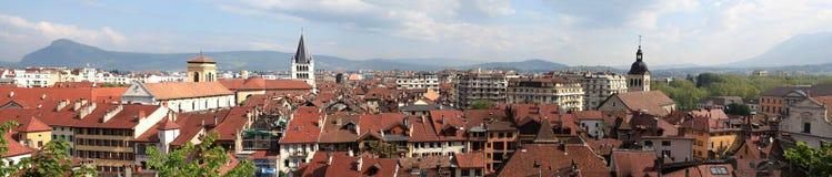 Telhados vermelhos da cidade Annecy. Panorama. Imagens de Stock Royalty Free