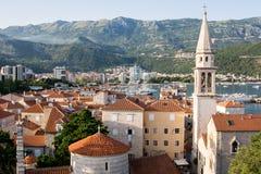 Telhados vermelhos de Budva em Montenegro, citadela imagens de stock