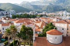 Telhados vermelhos de Budva em Montenegro, citadela fotografia de stock