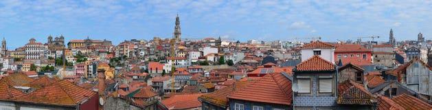 Telhados telhados vermelhos do distrito histórico velho da capital de P Foto de Stock