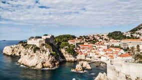 Telhados vermelhos na cidade velha histórica de Dubrovnik, Croácia em t fotografia de stock royalty free
