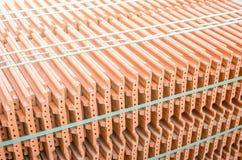Telhas cerâmicas do telhado em uma pilha Imagem de Stock