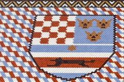 Telhas coloridas com as brasões da Croácia, da Dalmácia e do Eslovênia O St marca a igreja em Zagreb na Croácia Fotografia de Stock