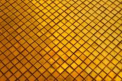 Telhas das texturas bonitas do close up e fundo da parede de vidro da cor do ouro e papel de parede abstratos da arte imagens de stock