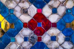 Telhas das texturas bonitas do close up e ouro abstrato e fundo colorido e arte da parede de vidro imagens de stock