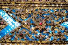 Telhas das texturas bonitas do close up e ouro abstrato e fundo colorido e arte da parede de vidro imagem de stock royalty free