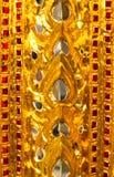 Telhas das texturas bonitas do close up e ouro abstrato e fundo colorido e arte da parede de vidro fotos de stock