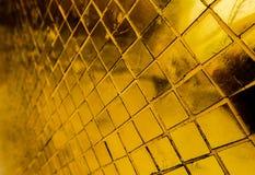 Telhas das texturas bonitas do close up e ouro abstrato e fundo colorido e arte da parede de vidro ilustração royalty free