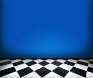 Telhas de assoalho do tabuleiro de xadrez na sala azul Imagem de Stock Royalty Free