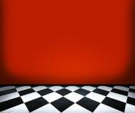 Telhas de assoalho do tabuleiro de xadrez no quarto vermelho Fotografia de Stock