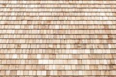 Telhas de madeira do cedro para o telhado ou a parede Fotografia de Stock Royalty Free