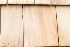 Telhas de madeira do cedro para o telhado ou a parede Imagens de Stock Royalty Free