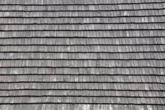 Telhas de madeira no telhado Imagens de Stock Royalty Free