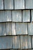 Telhas de madeira resistidas fotografia de stock