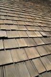 Telhas de madeira velhas do telhado Fotos de Stock