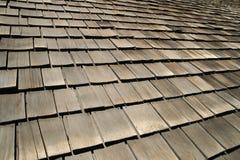Telhas de madeira velhas do telhado Fotos de Stock Royalty Free