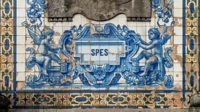 Telhas de mosaico da parede exterior da igreja de San Ildefonso, Porto, Portugal imagem de stock royalty free