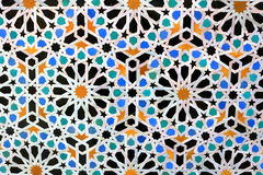 Telhas de mosaico marroquinas na parede fotos de stock