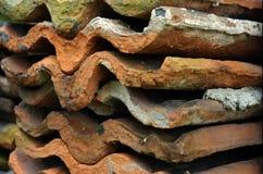 Telhas de telhado antigas imagens de stock