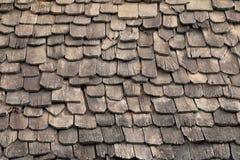 Telhas de telhado de madeira velhas fotografia de stock