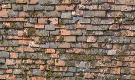 Telhas de telhado muito velhas Imagens de Stock