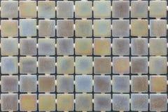 Telhas decorativas cer?micas das texturas diferentes que cobrem paredes e assoalho na cozinha, o banheiro ou o toalete, estilo cr foto de stock