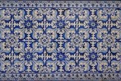 Telhas decorativas portuguesas na casa velha Foto de Stock