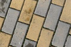 Telhas do pavimento na cor amarela e cinzenta imagens de stock