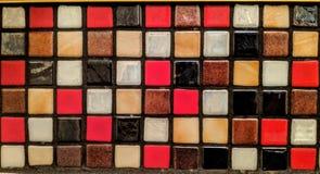 Telhas pequenas de materiais e de cores diferentes ilustração do vetor