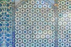 Telhas turcas azuis velhas feitos a mão do palácio de Topkapi fotografia de stock royalty free