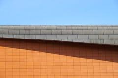 Telhe a chapa metálica ou corrugado do armazém da construção da fábrica Fotos de Stock