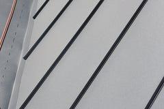 Telhe a chapa metálica ou telhado ondulado da construção da fábrica ou armazene-os Fotos de Stock Royalty Free