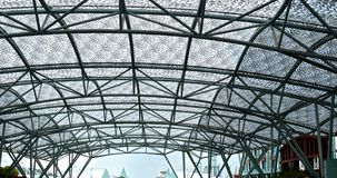 Telhe o arquiteto feito com a tampa do telhado do ferro e do desenhista Fotografia de Stock Royalty Free