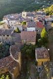 Telhe a vista superior, aldeia da montanha francesa, Chateaudouble, o Var, França Fotografia de Stock