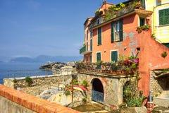 Tellaro利古里亚意大利沿海岸区的红色议院  免版税库存照片