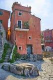 Tellaro利古里亚意大利港口的红色议院  免版税库存照片