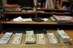 Tellend contant geld Stock Foto