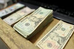 Tellend contant geld Royalty-vrije Stock Foto