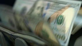 Tellende de dollarbankbiljetten van de munt tellende machine Geld tellend materiaal stock footage